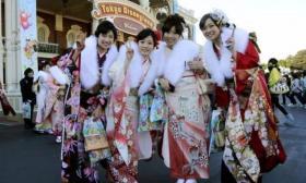 【蓝颜】日本富人区的女孩,各个穿着时尚堪比明星,为何不容易嫁出去?