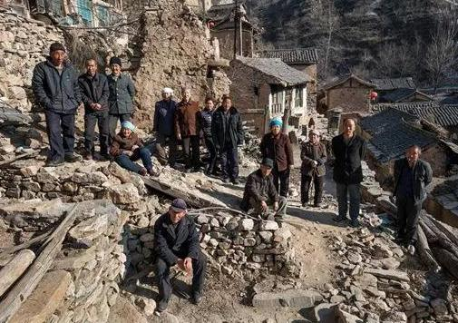 【梦猫少女】千年古村只剩下13个村民和3种家禽,空心村再无年轻人