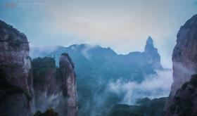 【马蹄声踏江山】一个神仙居住的地方,几个老外在云端行走,看得人心惊肉跳