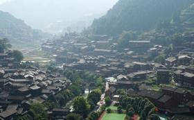 【虞州一書泩】这里的人与世隔绝,家都在山上,却穿着全国最华丽的服饰