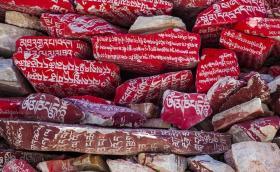 【萌卷软糕】青海玉树最伟大的壮举,藏族人民用三百年,堆积了一处世界之最