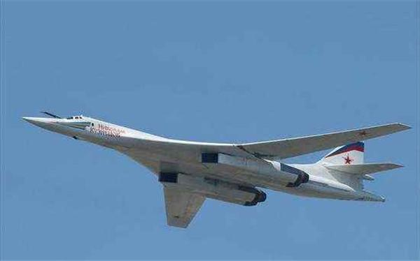 """【章曼冬】可载40吨核弹直达美国,将搭载""""匕首"""",俄新一代核轰炸机出世!"""