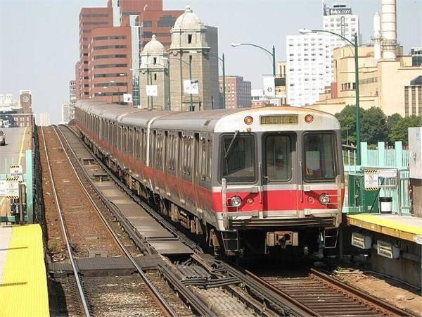 【鹿萌萌的长睫毛】中国地铁又火了!美国乘客兴奋不已,当地政府马上追加一笔订单