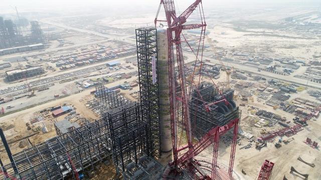 【忆往事笑面如花】中企承建的全球最大原油蒸馏塔一次吊装成功