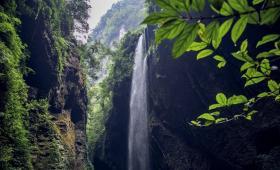 【唯独是你】想不到!地球最美的裂痕在重庆,龙水峡地缝,震撼世界的自然遗产