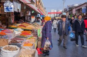 【仙女不成魔】新疆最古老的市集,不在乌鲁木齐,来这里你会知道切糕有多便宜