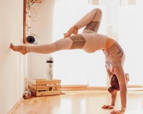 【菇凉的霸気范儿】练瑜伽的女人,就是一种优雅的存在