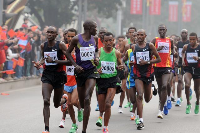 马拉松高手秘籍:消耗卡路里的跑步和力量训练