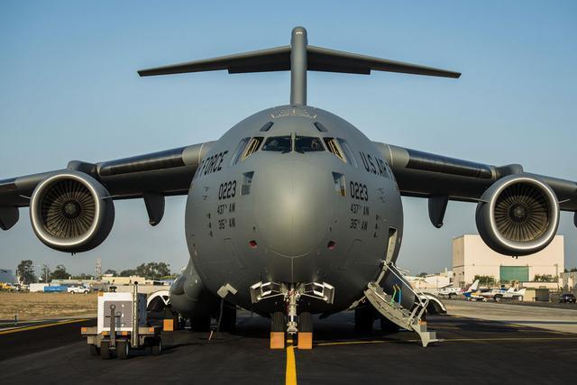 美军打响第一枪,21架大型运输机跨洋增兵不断,克宫:伊朗危险了
