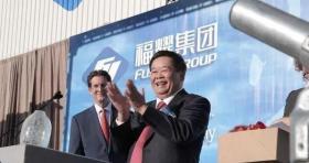 【嘚瑟的小孩】中国老板豪气,在美发福利,工厂千人大食堂免费吃,美员工连连比心