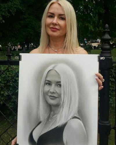 【万象皆为过客】神乎其技!俄罗斯艺术家给路人画的素描逼真似照片