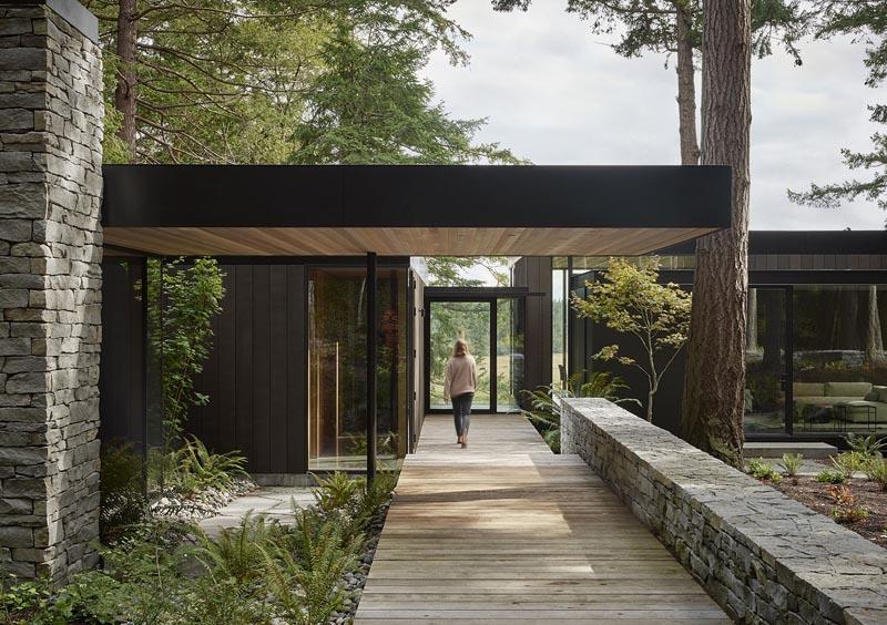 冷杉树围绕的农场度假屋,可以一览无余地欣赏周围的风景
