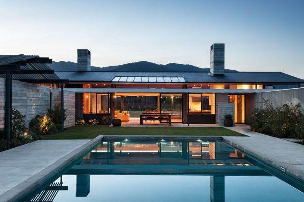 风景如画的新西兰住宅,拥有露天游泳池和美丽的花园