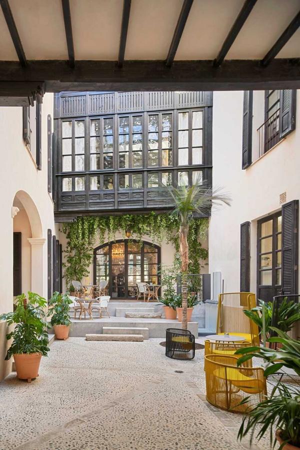 2500平方米废弃建筑全面翻新,打造花园般的复古别墅