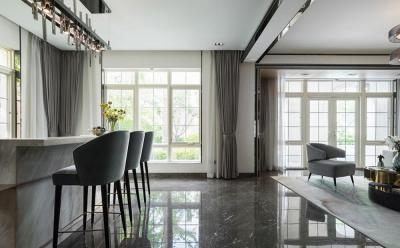 【阳光温暖空屋】一起来看看,立面造价不菲的两层法式风情别墅的内部空间