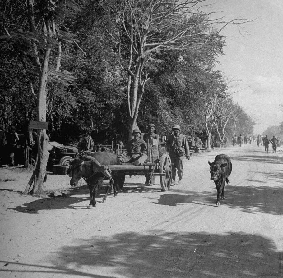 二战塞班岛战役:跪立祈祷的美军士兵、日军俘虏、曝尸的日军