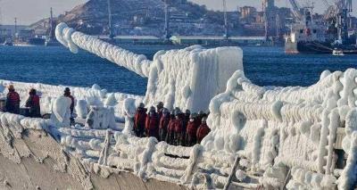 舰艇结冰危害有多大?战斗力降低到接近为零,除冰费力费时很原始