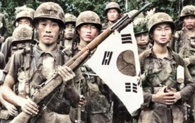 越战老照片:韩国也派了30多万人的军队,残害越南百姓,罪行累累