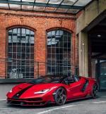 Lamborghini Centenario Roadster,敞篷兰博基尼Centenario Roadster,依旧搭载6.5L V12自然吸气发动机,经过全新调校之后,最大功率为770hp,最高时速在350km/h左右,百公里加速时间低于3.0s