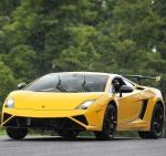 Lamborghini Gallardo Squadra Corse,这款终极版盖拉多LP 570-4 Squadra Corse的诞生目的就是将赛道的驾驶激情转化到公路驾驶上来。新车冠以兰博基尼的赛车运动部Squadra Corse之名,并且是以参加常规赛事的盖拉多Super Trofeo赛车为基础打造的公路超跑赛车。
