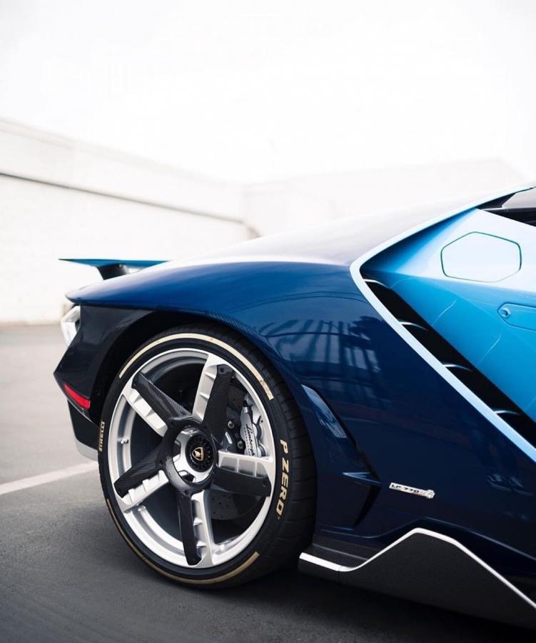 盘点10台超级跑车的轮辋设计,我只服科尼塞克,连轮辋都是碳纤维