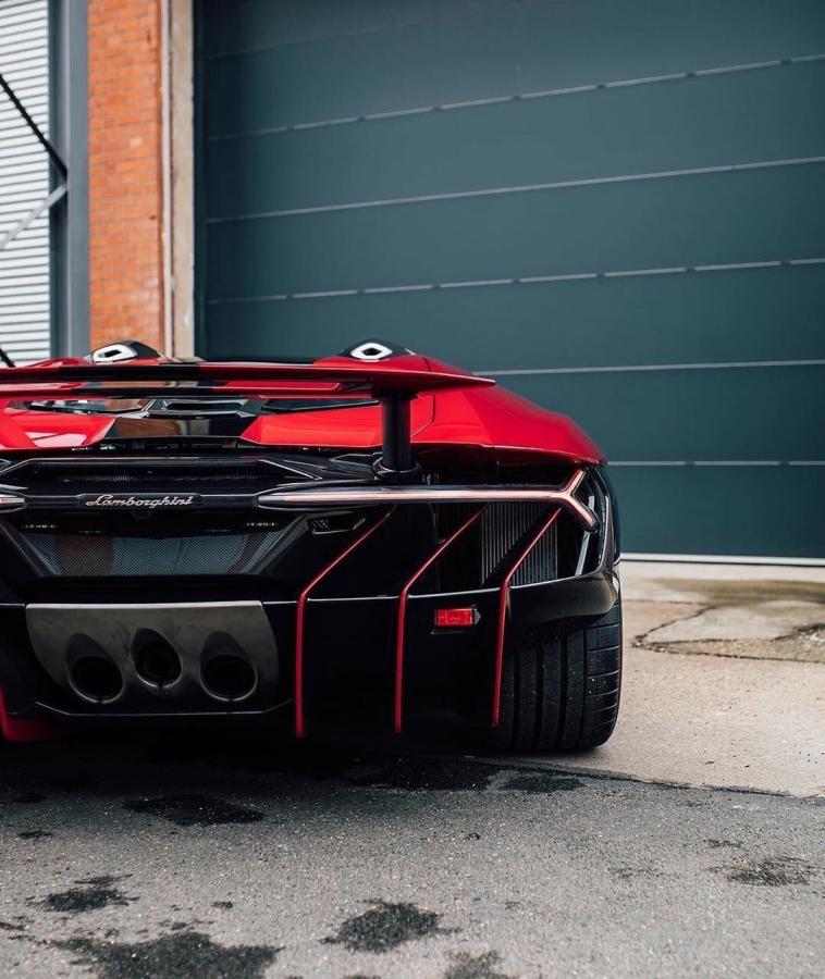 盘点8台世界顶级超跑的排气系统,哪一台最得你心?