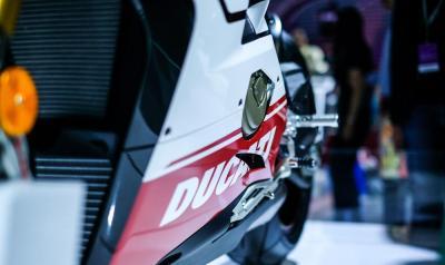 【橱窗的光】卓越摩托车之作:杜卡迪的精致暴力美学