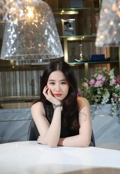 【陌上蔷薇】刘亦菲,黑裙红唇,妩媚尽显熟女味道