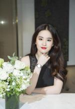 刘亦菲,黑裙红唇,妩媚尽显熟女味道