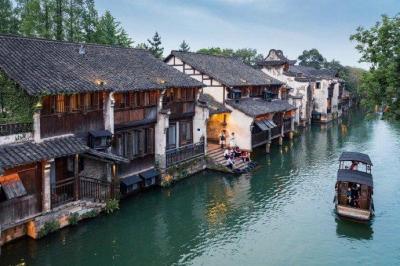 【超级小帅哥】没有什么烦心事,是到中国最美的古镇几天解决不了的。