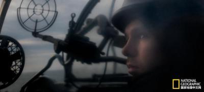 【流年似海】这个摄影师登上战舰,记录下这些船员的紧张和焦虑