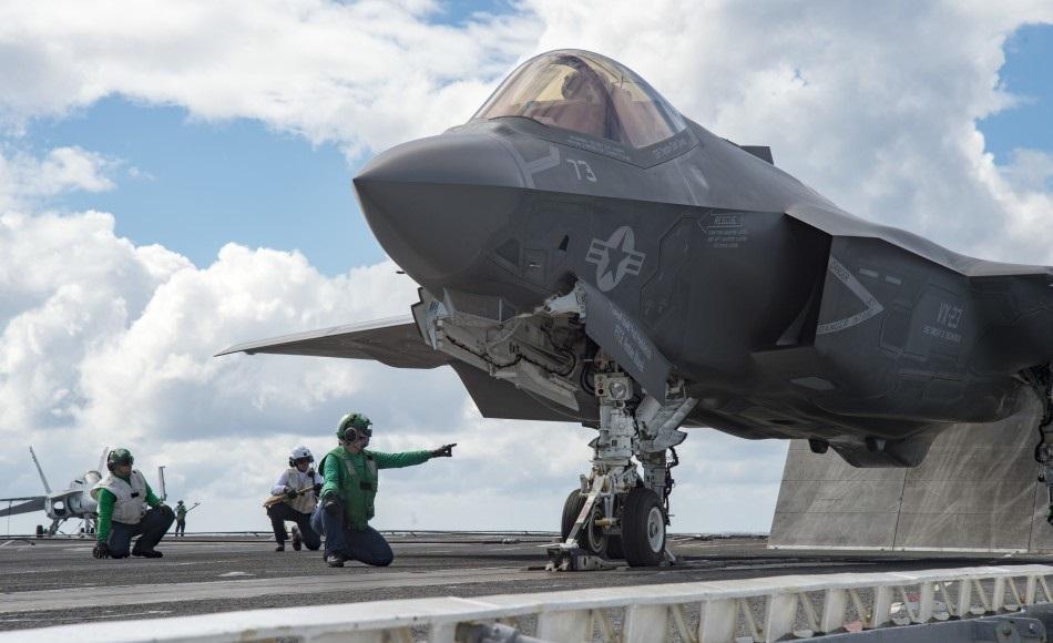 """F-35C""""闪电II"""":世界上唯一一款隐形舰载机,美国海军已大量"""