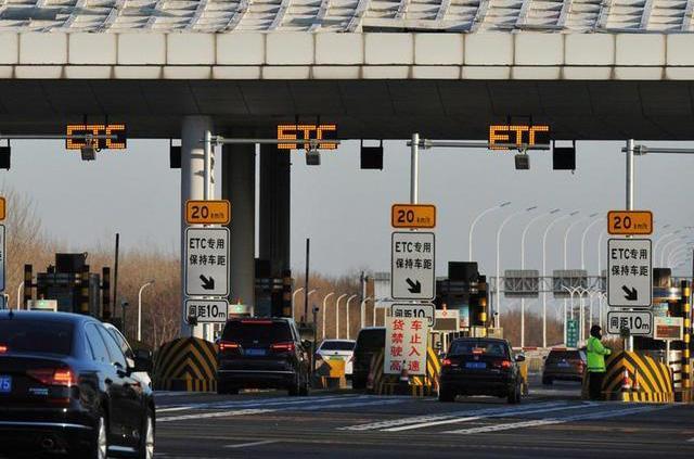 【做你一人的英雄】交通运输部:小型客车免收通行费延长至2月8日