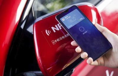 """【没过试用期的爱】苹果研发手机""""车钥匙"""",没电也可解锁汽车,网友:快发布"""