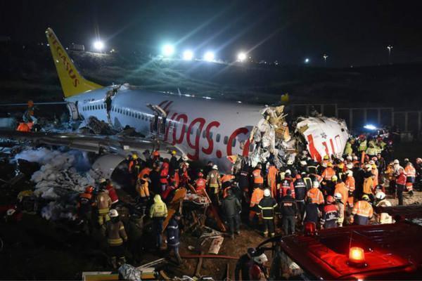 下午6点一声巨响,波音737断成三截,机上载183人,包括4名中