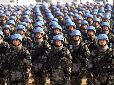 【柔情女硬汉】解放军宣布采购140万套防弹衣,陆军将人手1件,耗资相当于2艘0
