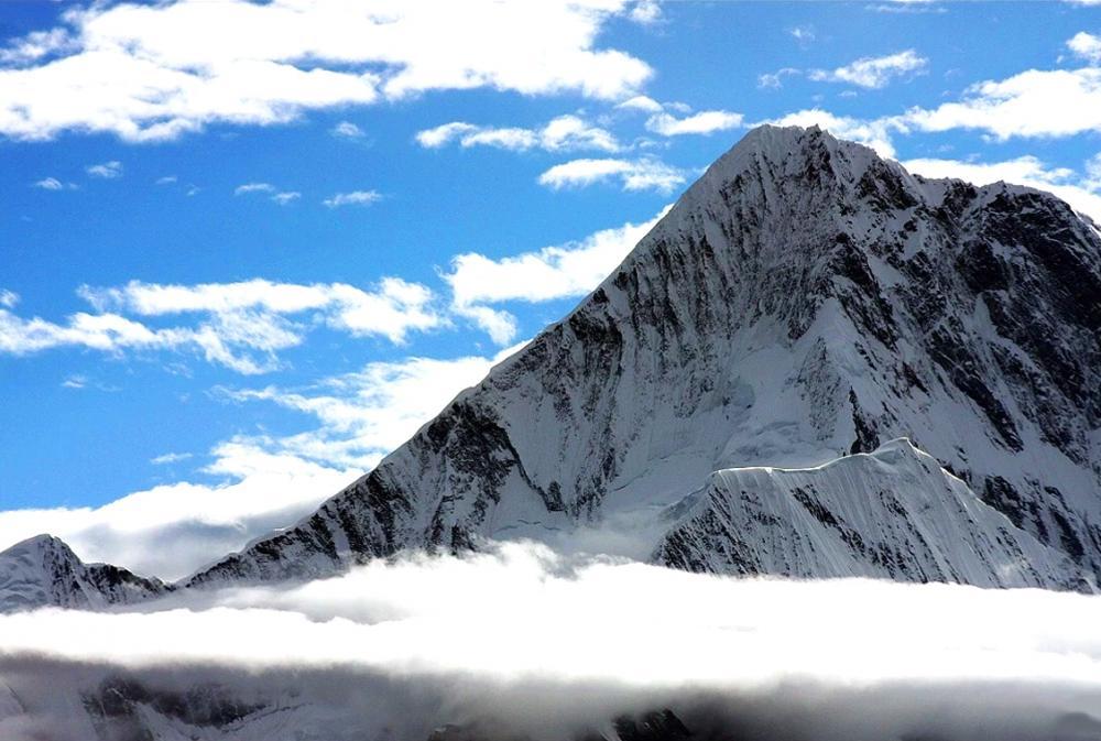 木雅是贡嘎山的藏族名称,子梅垭口看贡嘎山