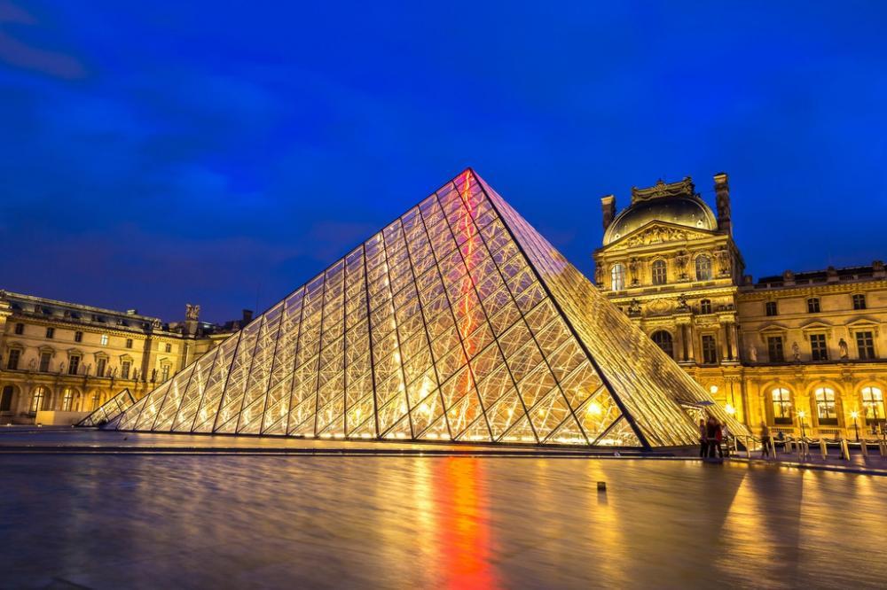 【马蹄声踏江山】它是巴黎的心脏,建于1204年,历经800年的扩建重修达到今天规