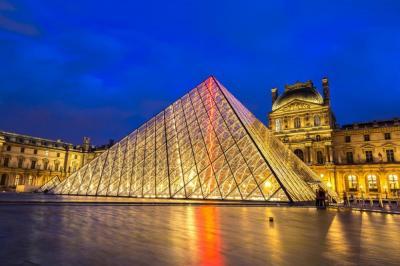 它是巴黎的心脏,建于1204年,历经800年的扩建重修达到今天规