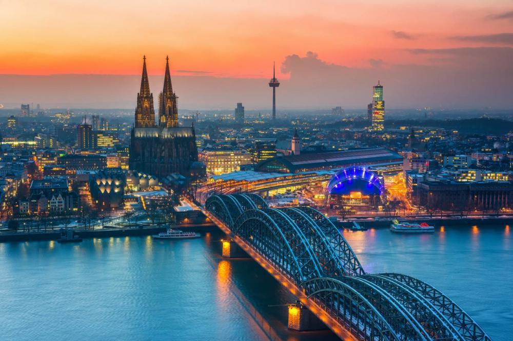 【初夏七鹿】它是位于德国科隆的一座天主教主教座堂,是科隆市的标志性建筑物