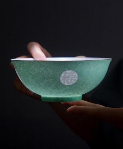 工艺美品欣赏:薄胎瓷;温润如脂,通透如冰 