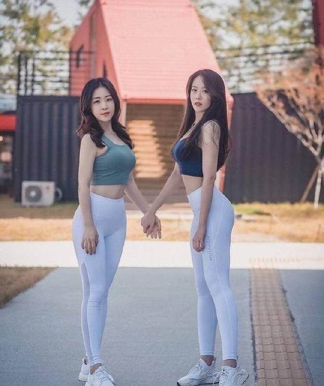 爱好运动的她拉着闺蜜一起健身,俩人还经常自拍比身材!