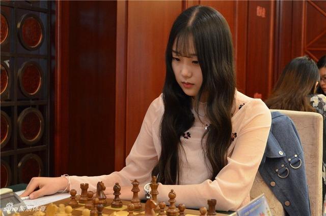 【魔法少女喵】被国际象棋耽误的模特,16岁身高接近180,网友:明明可以靠颜值