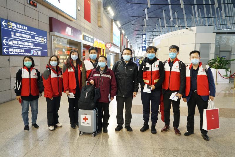 中国专家组启程赴意大利 一行9人从上海飞赴罗马