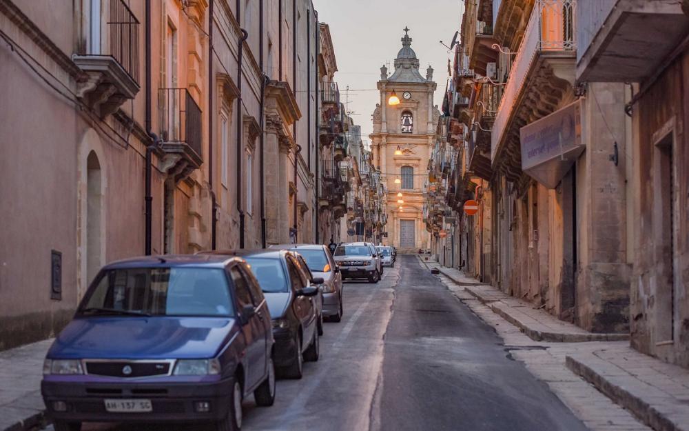 意大利西西里岛小山城,藏于山谷鲜有人知,每条街巷都是一道风景
