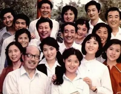 1980年大明星们的合影照,李连杰那时候真的很帅