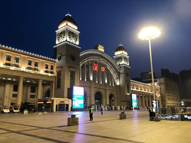 【柠檬不甜但很酸】武汉解封|76天以来首趟始发列车开出
