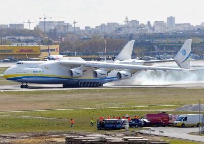【唯独是你】世界最大飞机安225满载中国医疗物资飞抵波兰