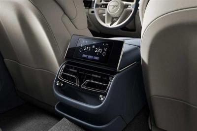 宾利首次引入车载遥控器:老板在后排能干更多事
