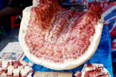 """【仙女提刀战情场】""""天下第一肉""""重720斤,标价108万元人民币,9年了还没有卖出"""
